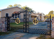 Как не переплачивая, купить кованые качественные ворота?